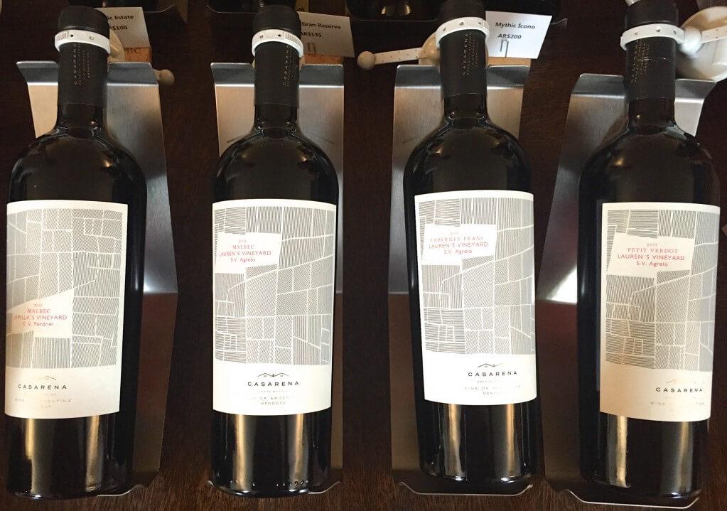 Argentinien Weinreise - Mendoza - Bodega Casarena - die Flaschen der verschiedenen Lagen