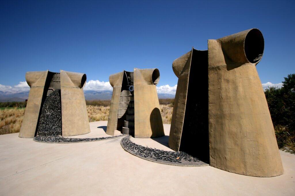 Argentinien Weinreise - Valle de Uco - Bodega Salentein - Skulptur im Außenbereich