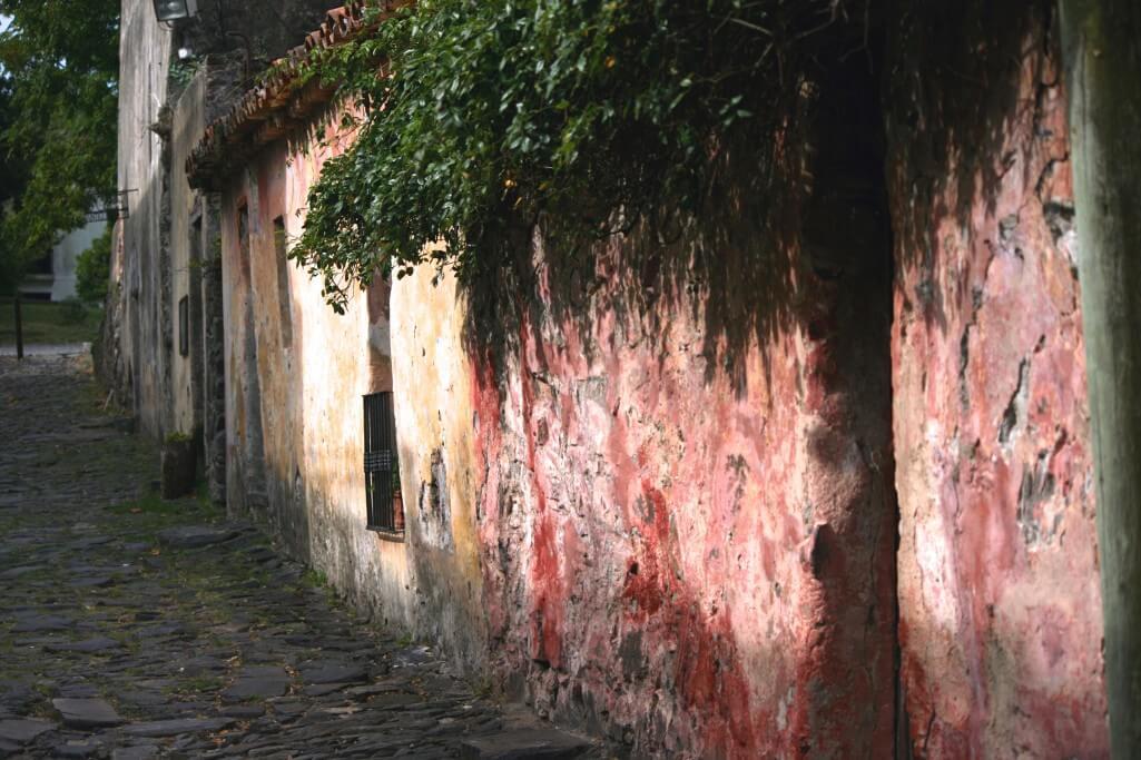 Montevideo und Colonia del Sacramento: Häuserfassade