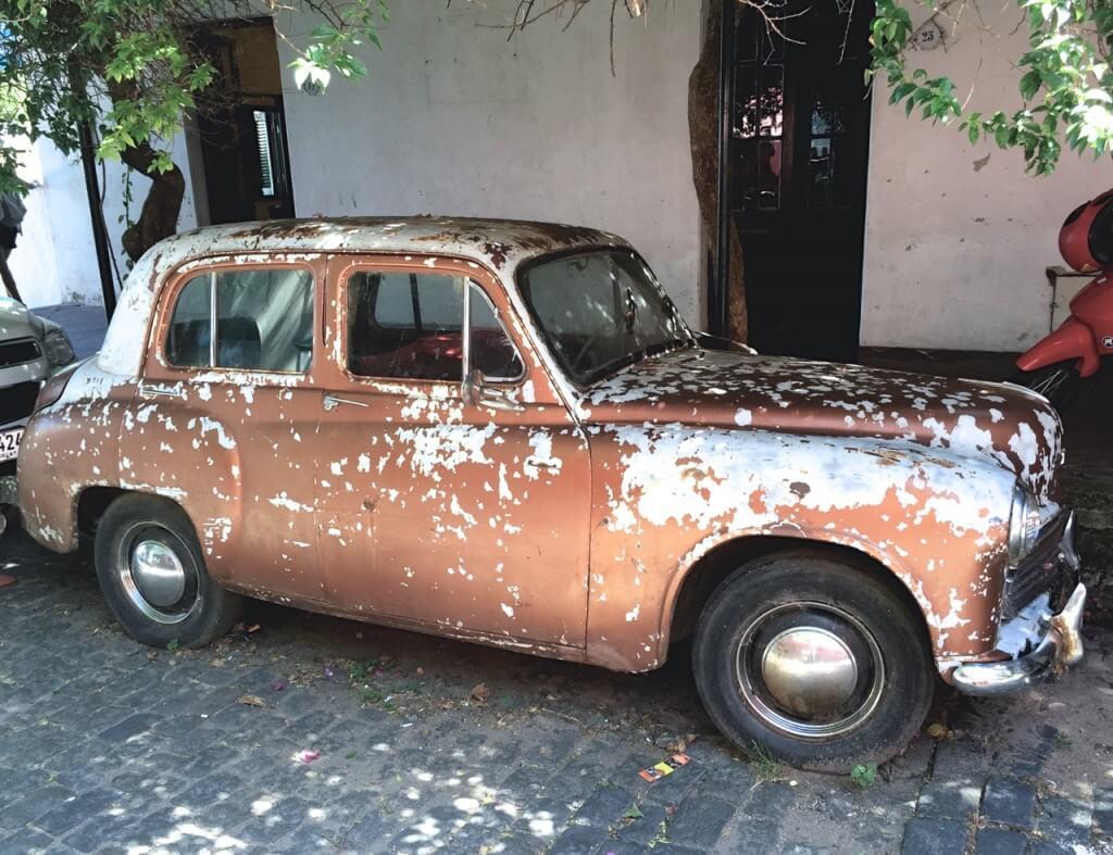 Montevideo und Colonia del Sacramento: Altes Auto