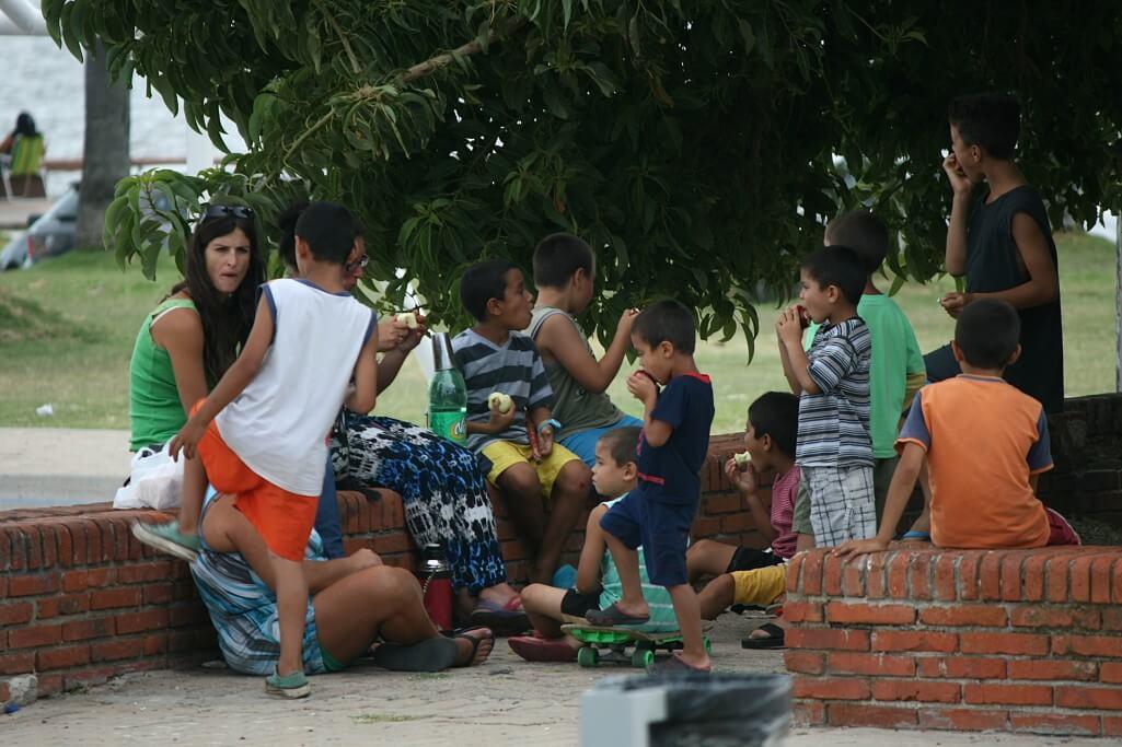 Montevideo und Colonia del Sacramento: Familie auf der Rambla