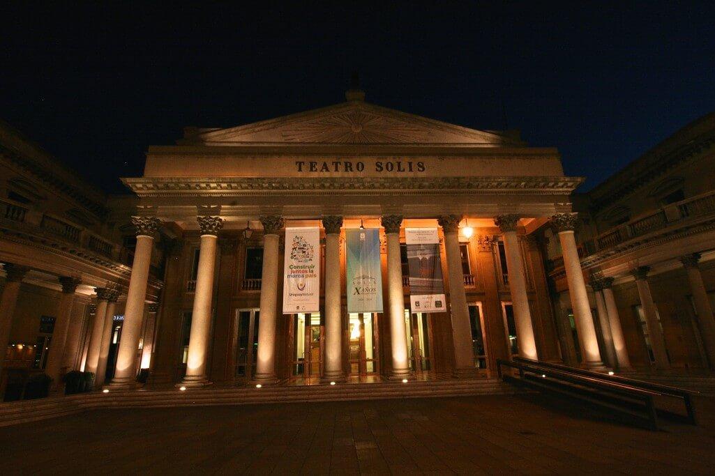 Montevideo und Colonia del Sacramento: Teatro Solís in Montevideo, Uruguay