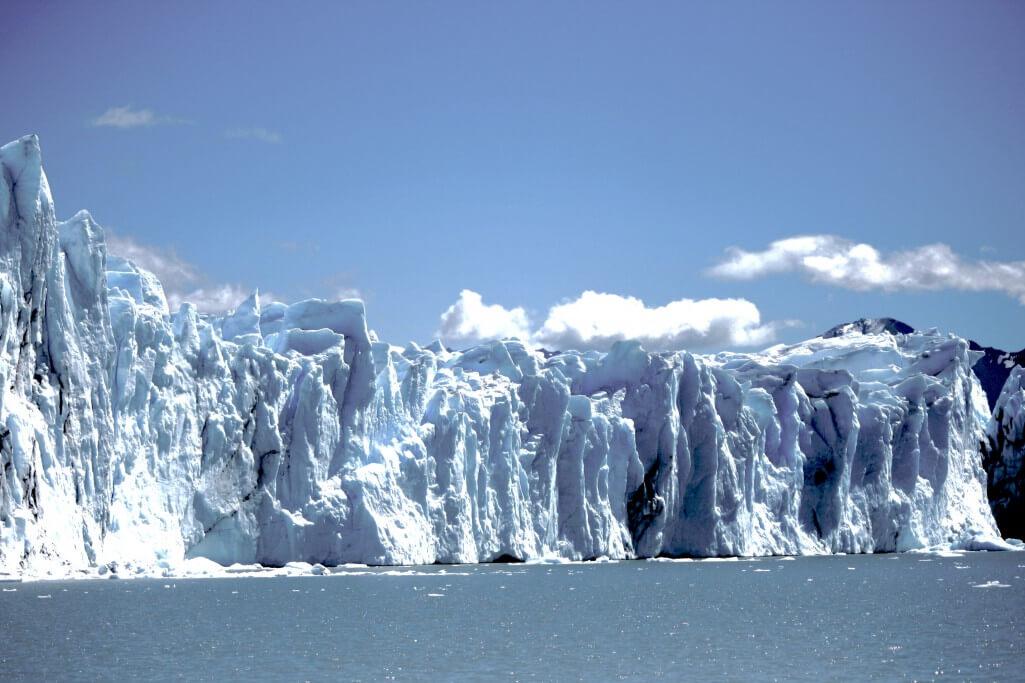 Reisetipps Patagonien: Perito Moreno Gletscher vom Katamaran aus