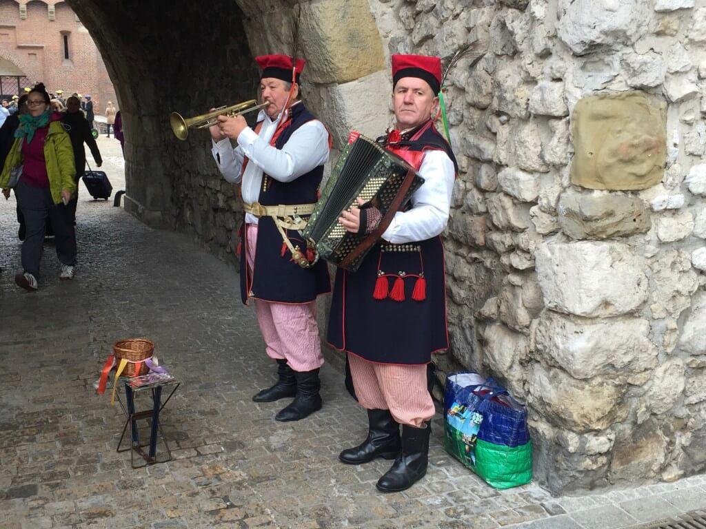 Reisetipps Krakau Straßenmusiker an der Stadtmauer