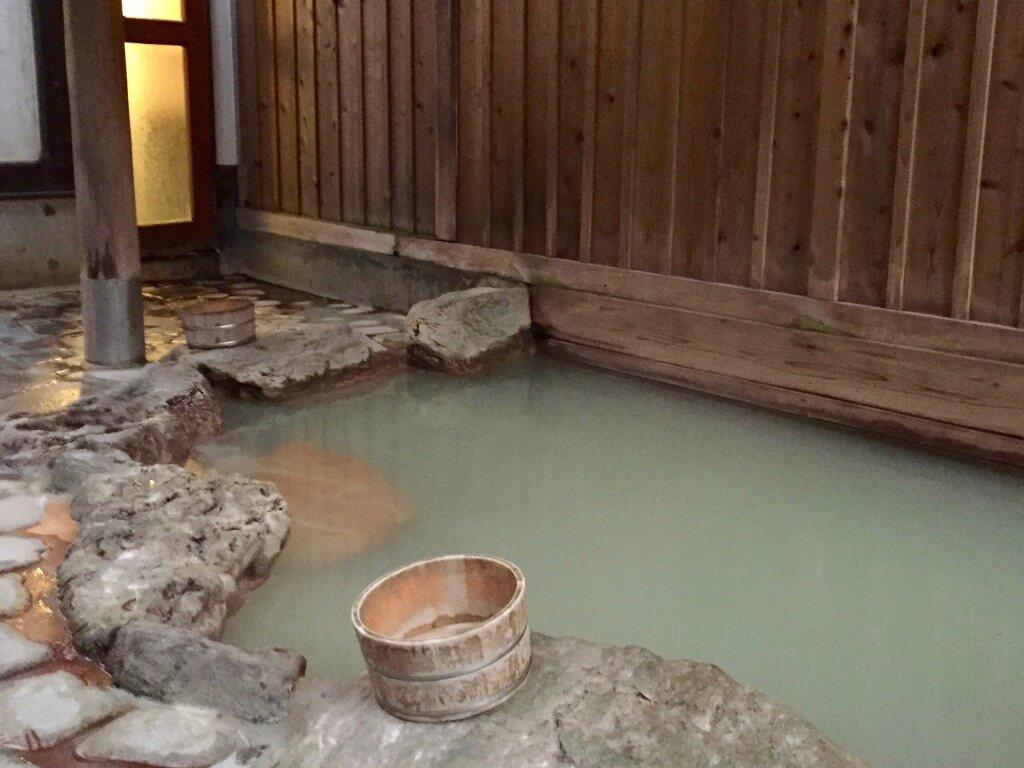 Fakten über Japan: Onsen-Bad in der Region Hakone