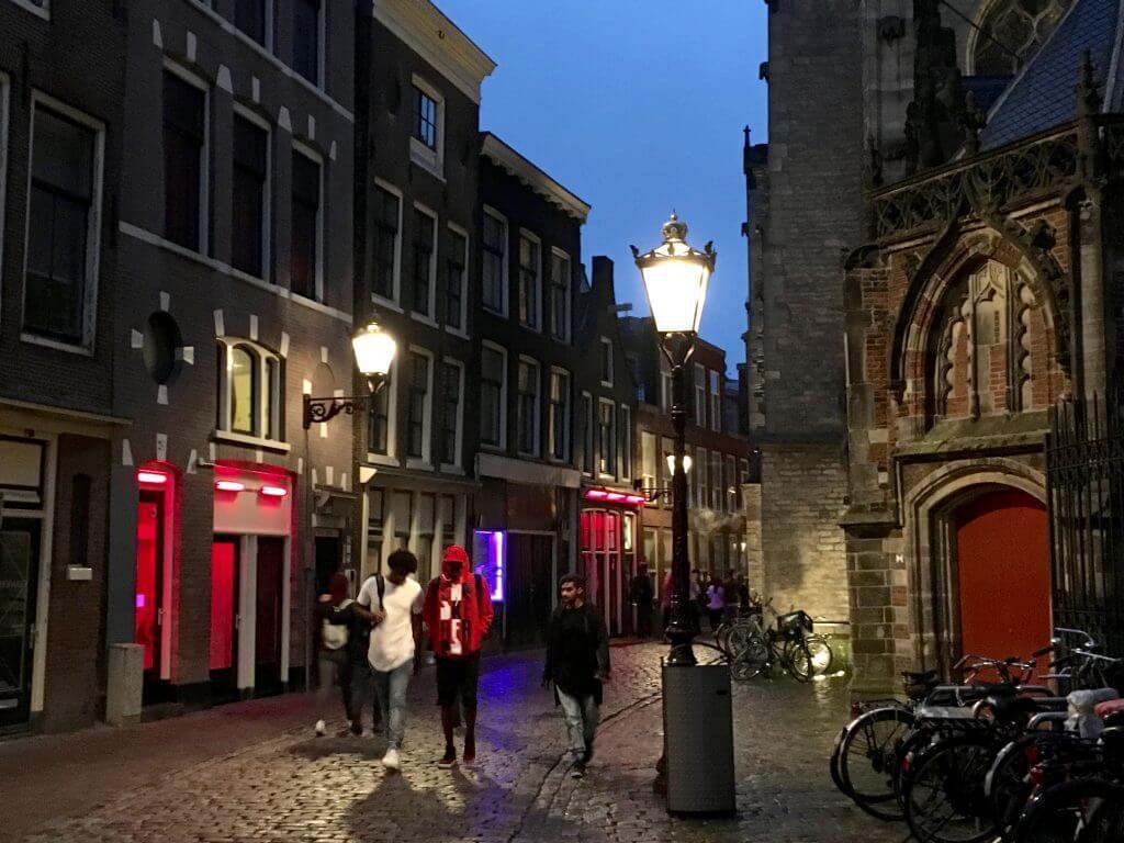 Insidertipps Amsterdam: Rotlichtviertel am Abend