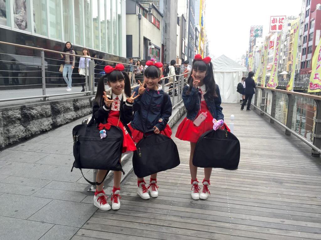 Reisebericht Osaka: Tanzgruppe in Dotonbori