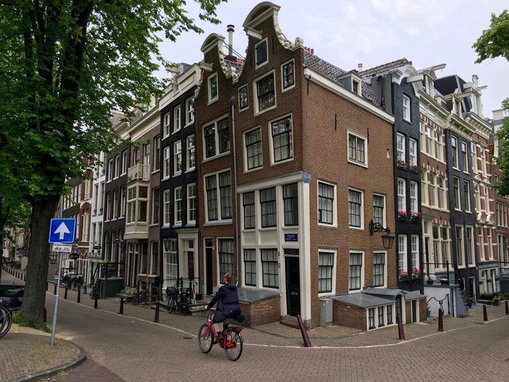 Reisetipp Amsterdam: Windschiefes Haus