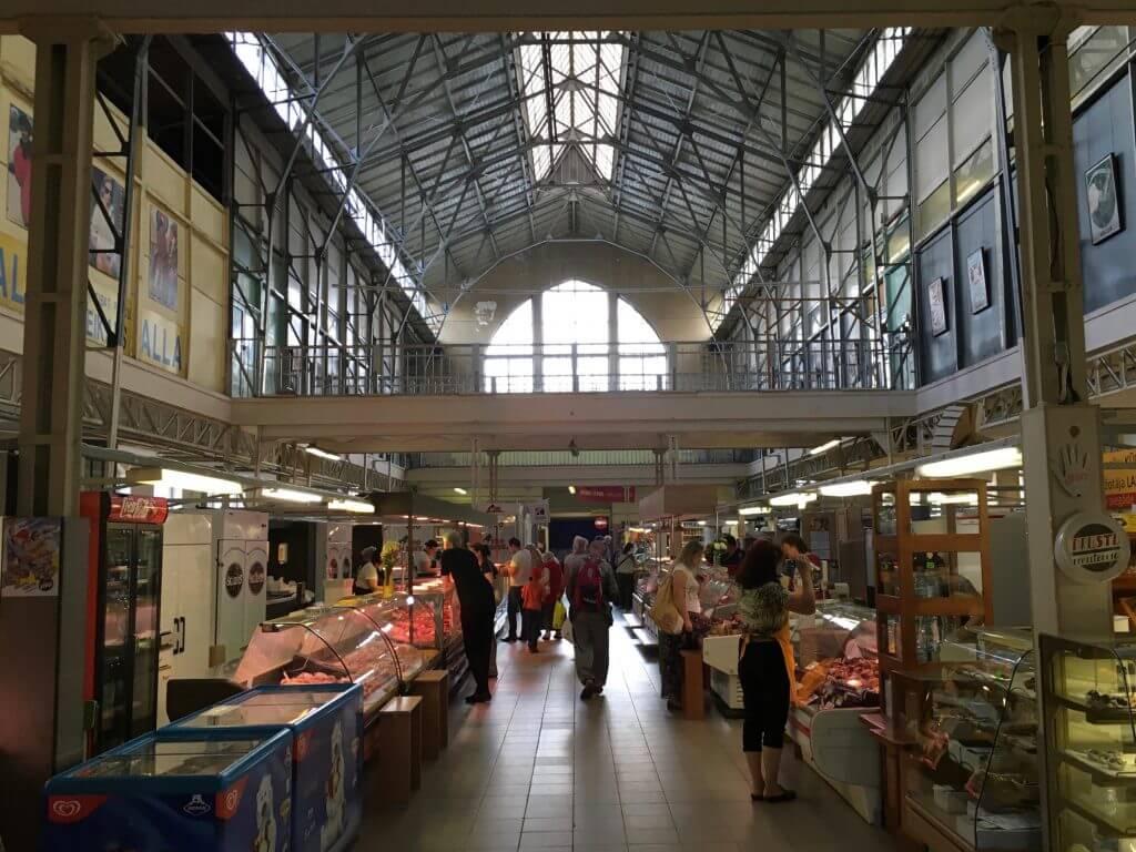 Reisetipps Riga: Markthalle in Ägenskains