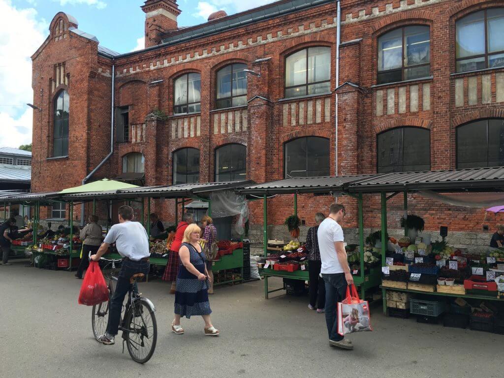 Reisetipps Riga: Markt in Ägenskains