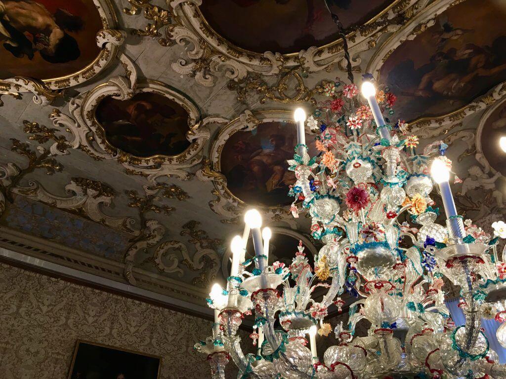 Kulturtipps Venedig: Kronleuchter im Ca' Rizzonico