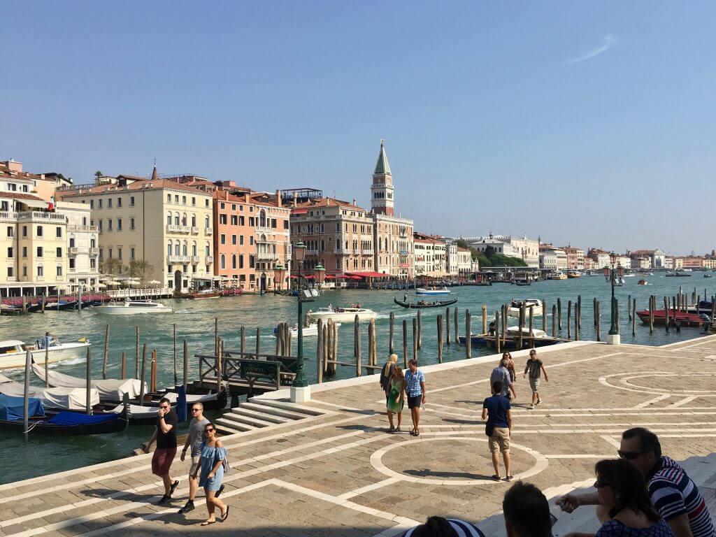 Kulturtipps Venedig: Platz vor der Punta della Dogana