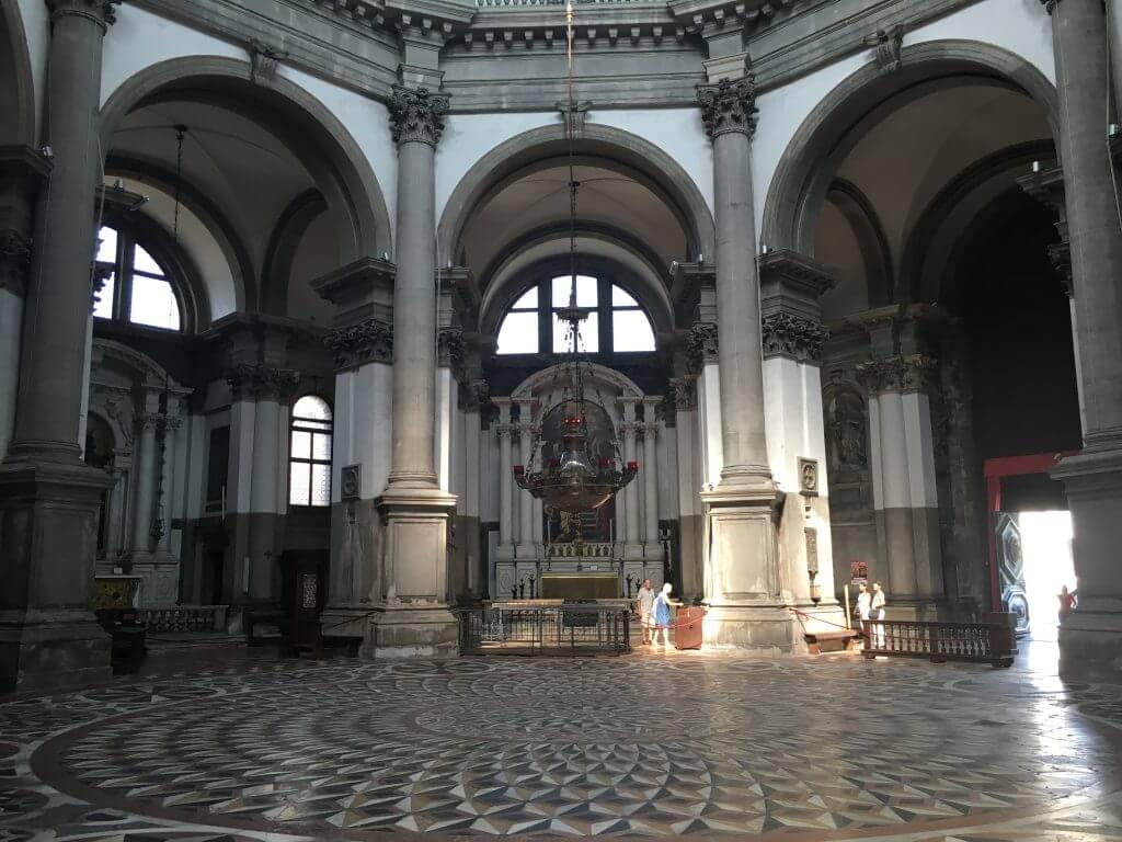 Kulturtipps Venedig: Kirchenschiff Santa Maria de la Salute