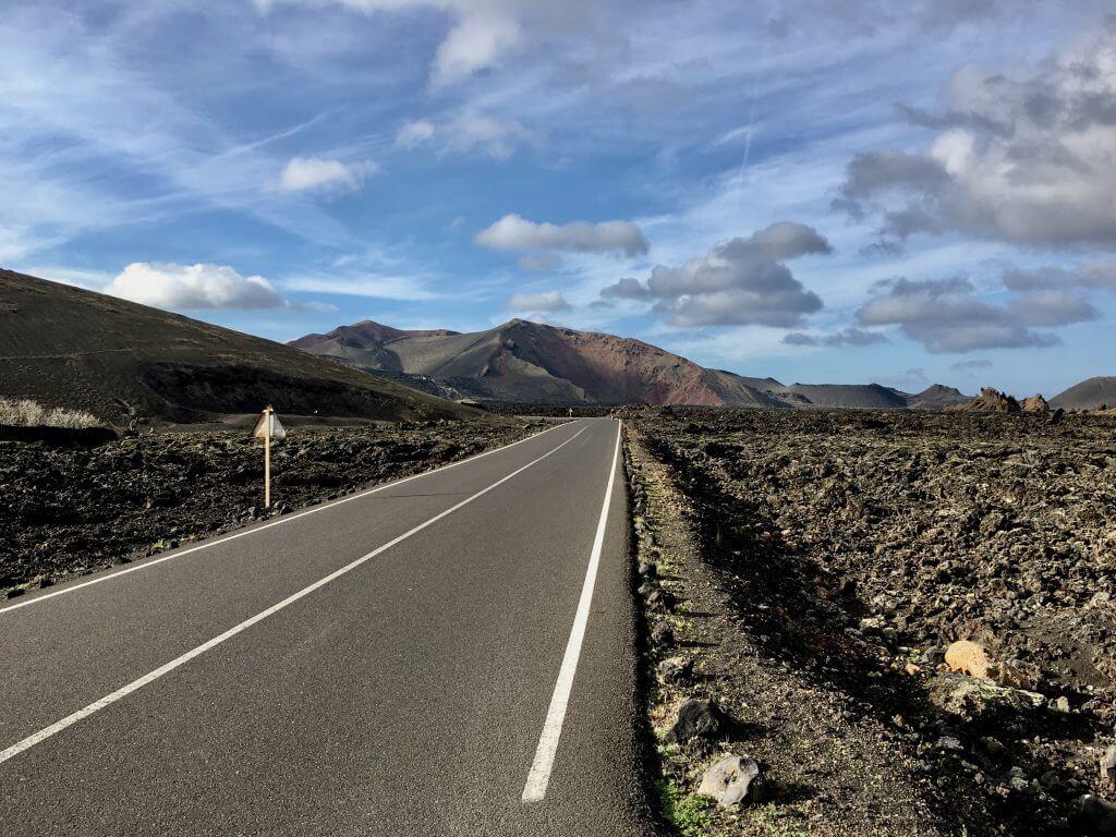 Reisetipp Lanzarote - Landstraße auf Lanzarote