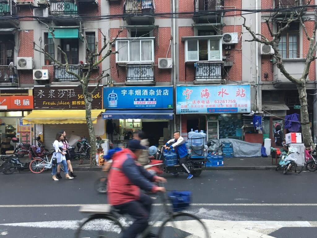 Erkenntnisse über China: Straße in Shanghai