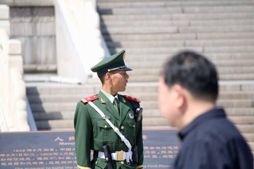 Erkenntnisse über China: Polizei - Tiananmen-Platz