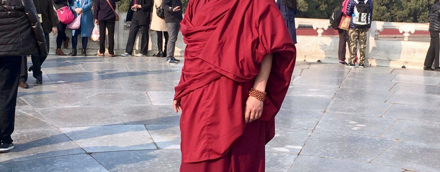 Eine Woche Peking: Mönch in roter Kutte
