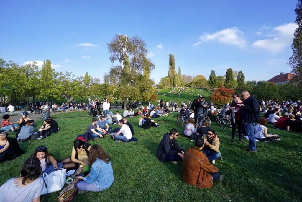 Sightseeing Tipps Berlin-Prenzlauer Berg: Mauerpark am Sonntag